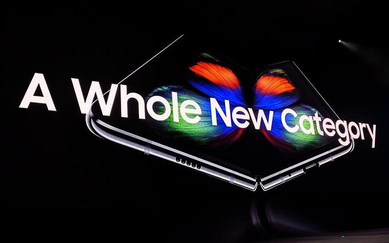 디스플레이 기술 퀀텀 점프! 스마트폰 혁신을 이루다 '갤럭시 폴드 & 갤럭시S10'