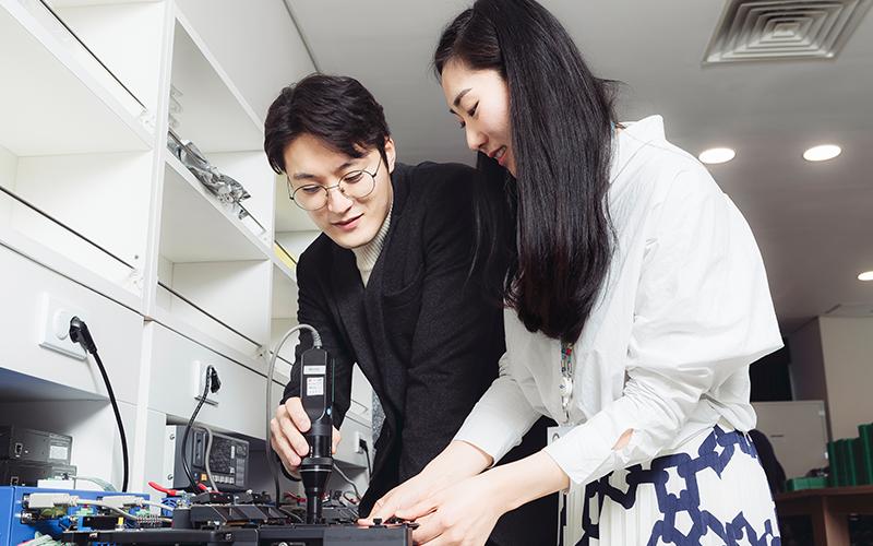 [직무탐험] OLED의 완벽한 화질을 만들어내는 마법사들 삼성디스플레이 '중소형EV기술팀'