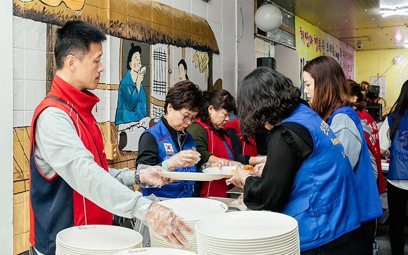 따뜻한 한끼로 온기와 사랑을 나눈 '사랑나눔 봉사팀'