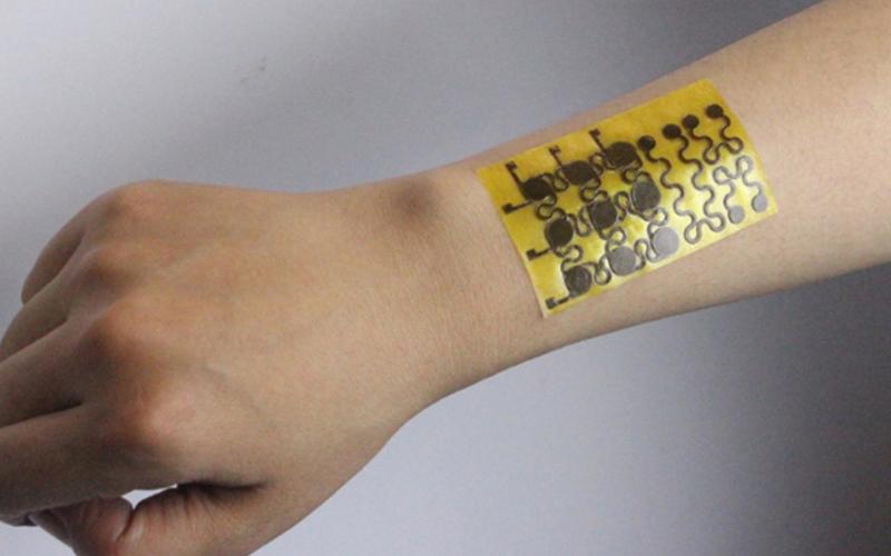 웨어러블 기기 혁신을 불러온다! 피부처럼 늘었다 줄었다 가능한 '전자피부'